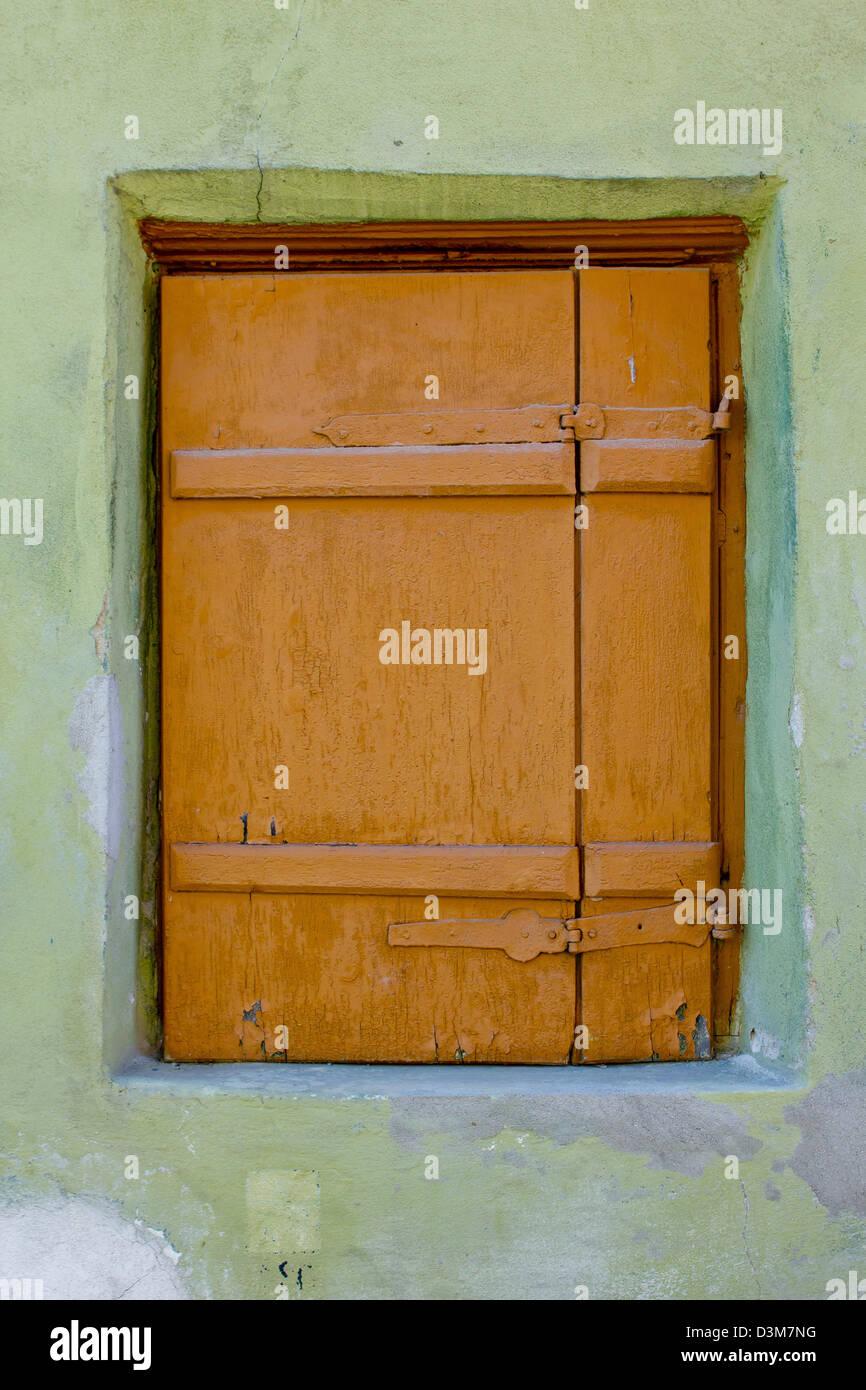 Detaillierten alte Fensterrahmen Stockbild