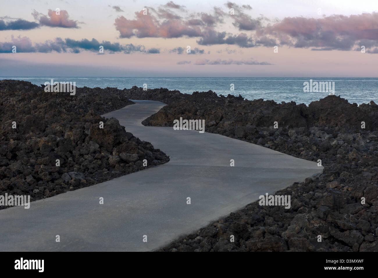 Weg entlang der Ufer der Kohala Coast. Big Island, Hawaii. Stockbild