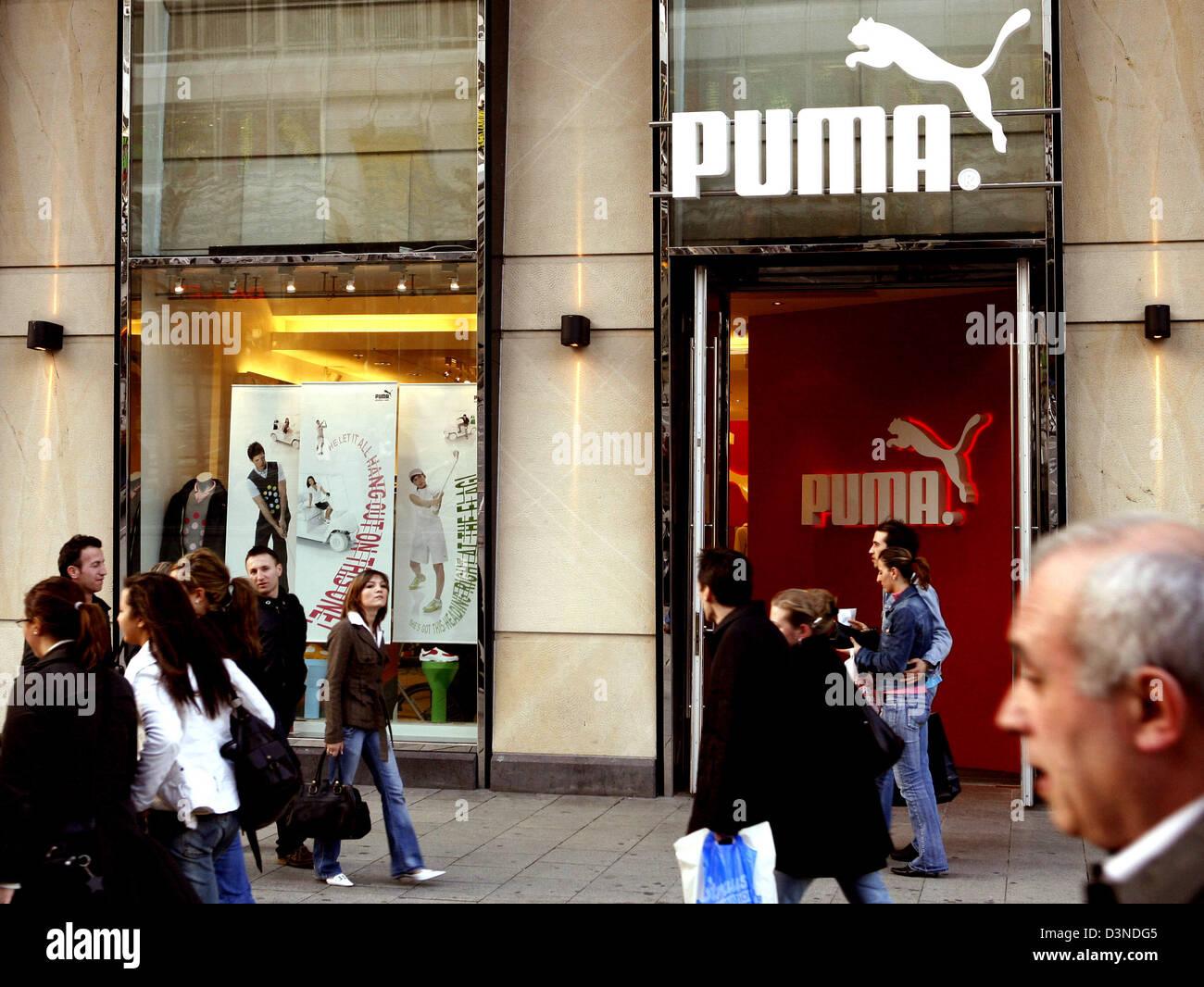 Das Bild zeigt Verbrauchern am Eingang der Puma speichern