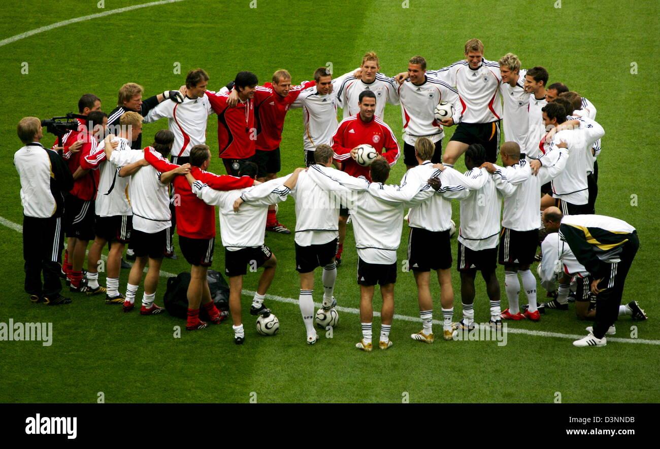 Die Spieler Der Deutschen Fussball Nationalmannschaft Singen Alles