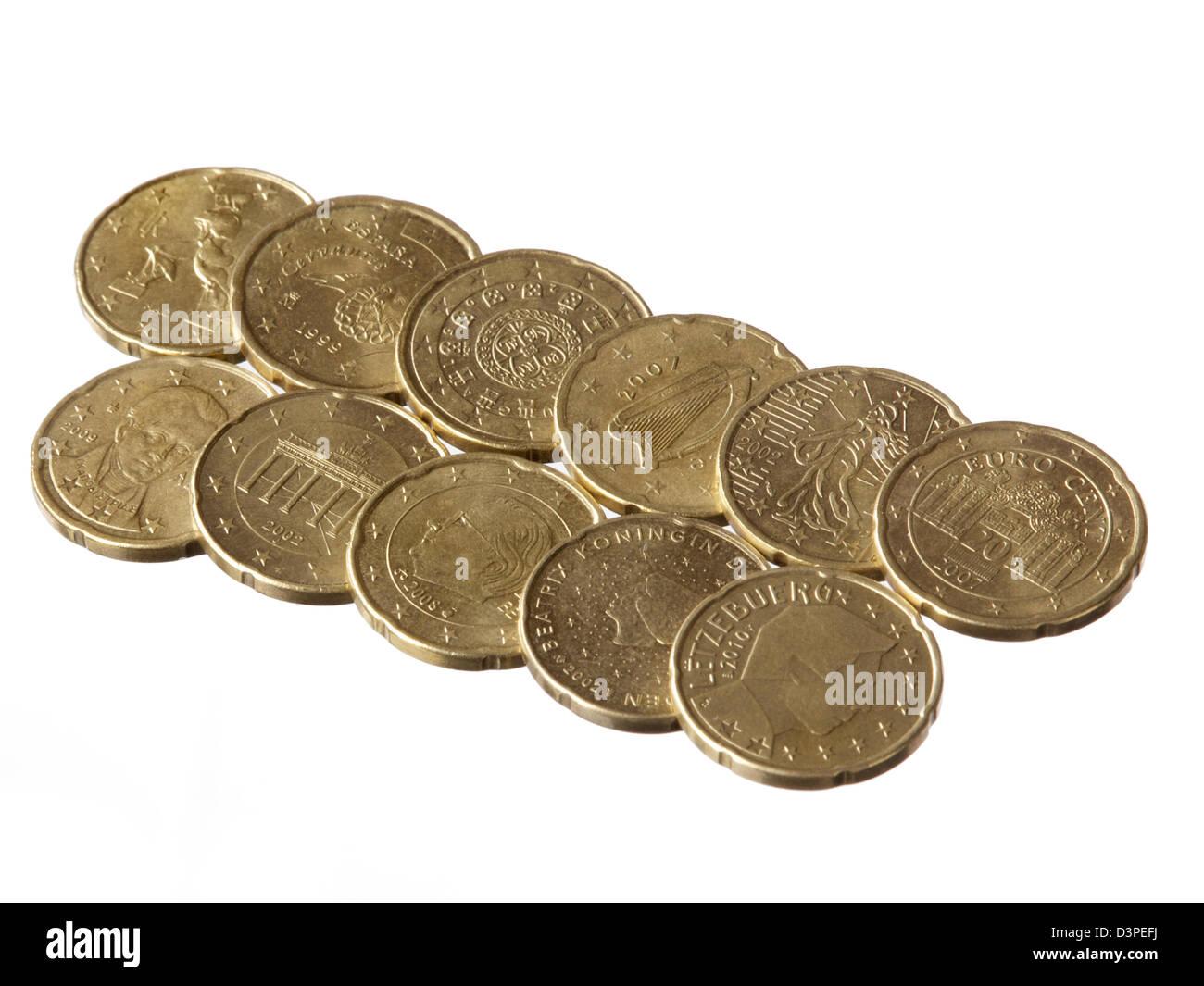 Elf Verschiedene 20 Euro Cent Münzen Auf Weißem Hintergrund