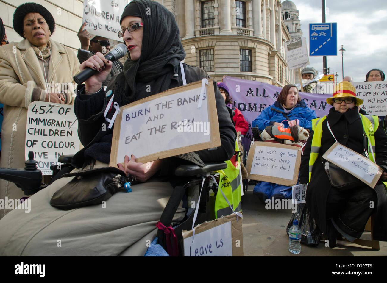 Behinderung GRUPPE PROTESTIEREN NEUESTE FINANZIERUNG UND LEISTUNGSKÜRZUNGEN Stockbild