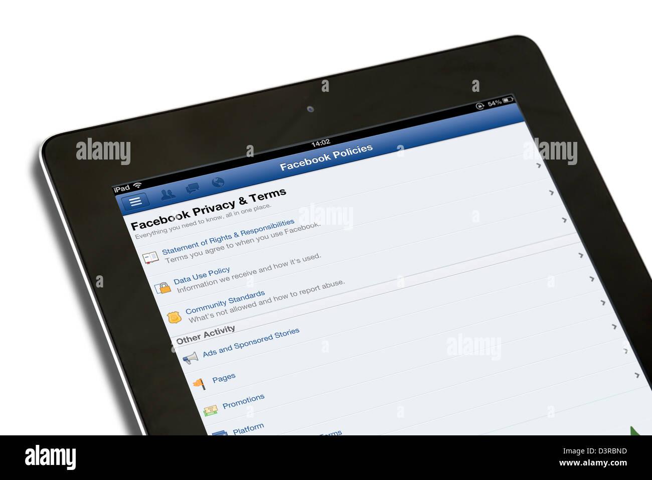 Facebook Privatsphäre und Bedingungen auf der Seite Facebook Richtlinien, die auf dem iPad eine 4. Generation Stockbild