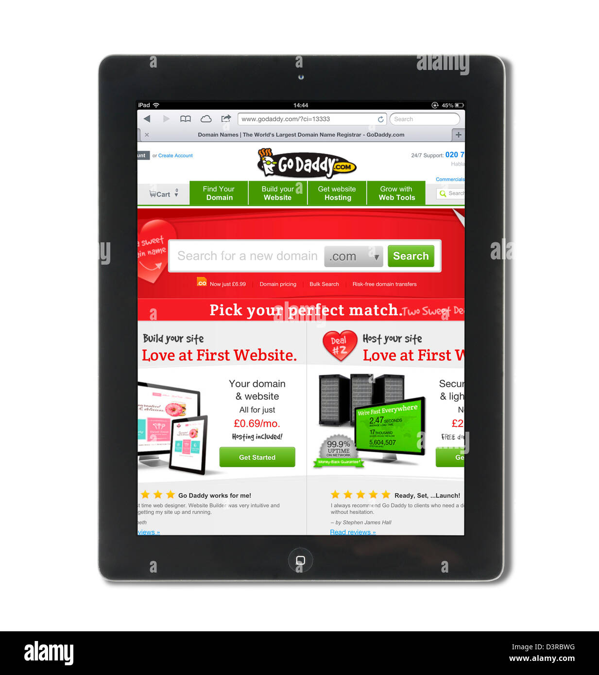 Die Domain-Registrierung und Webhosting Website Go Daddy auf dem iPad eine 4. Generation betrachtet Stockbild