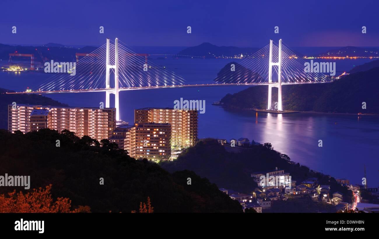Überspannt die Bucht von Nagasaki, Japan. Stockbild