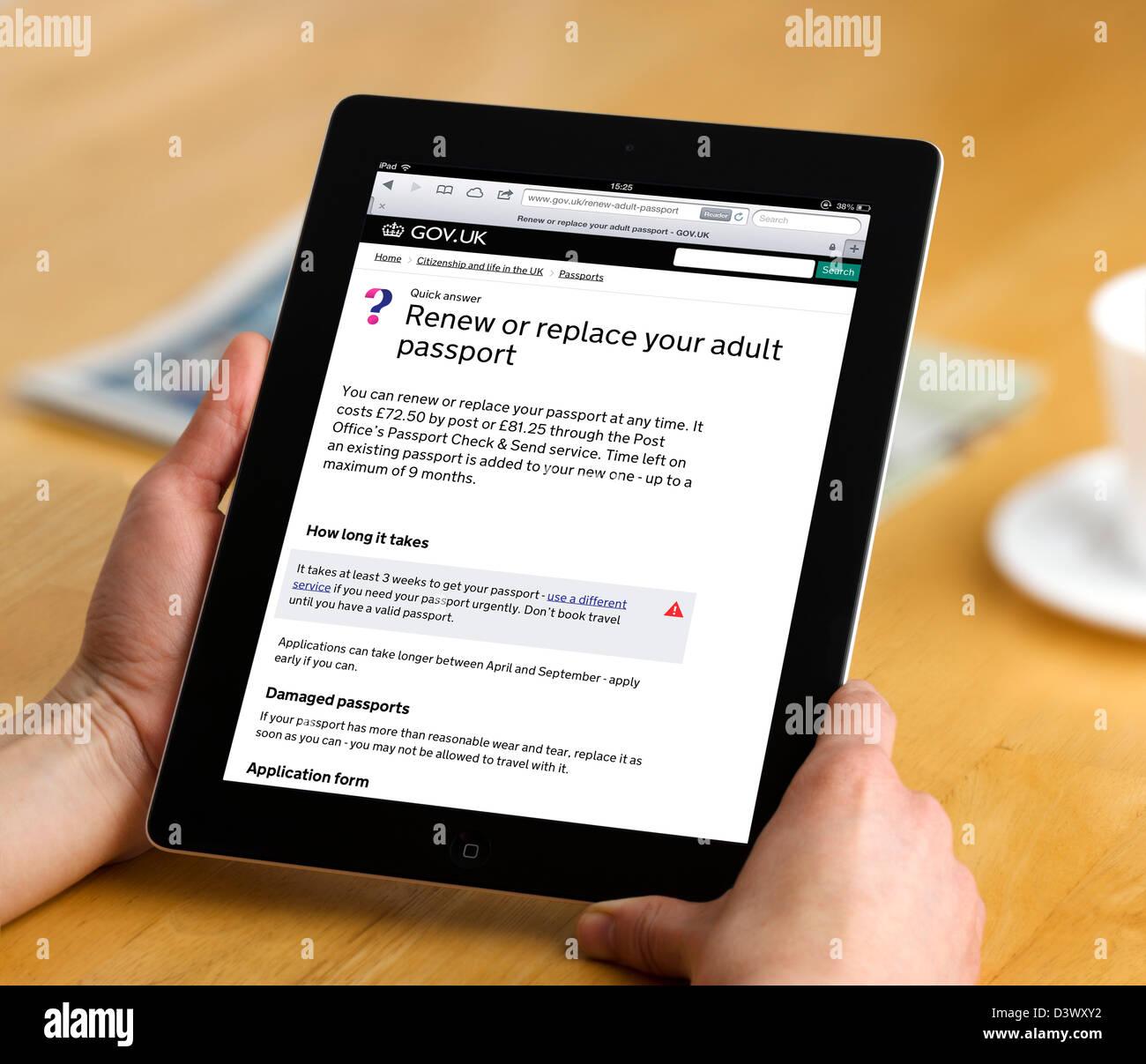 Verlängerung eines Passes auf der UK-Regierung-Services-Website auf einem Retina Display iPad Gov.UK angesehen Stockbild