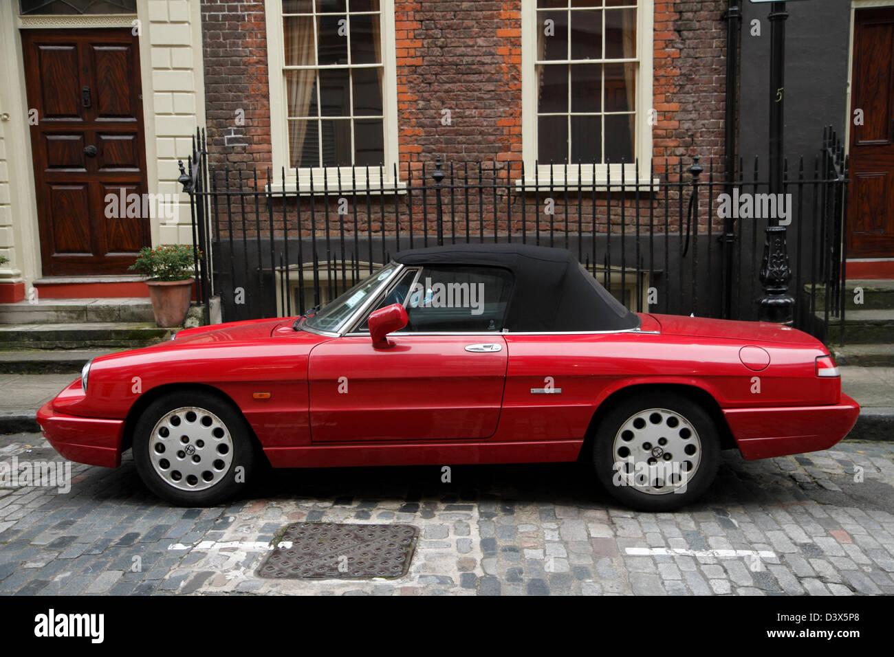Alfa Romeo Spyder in London Straße geparkt. Stockbild