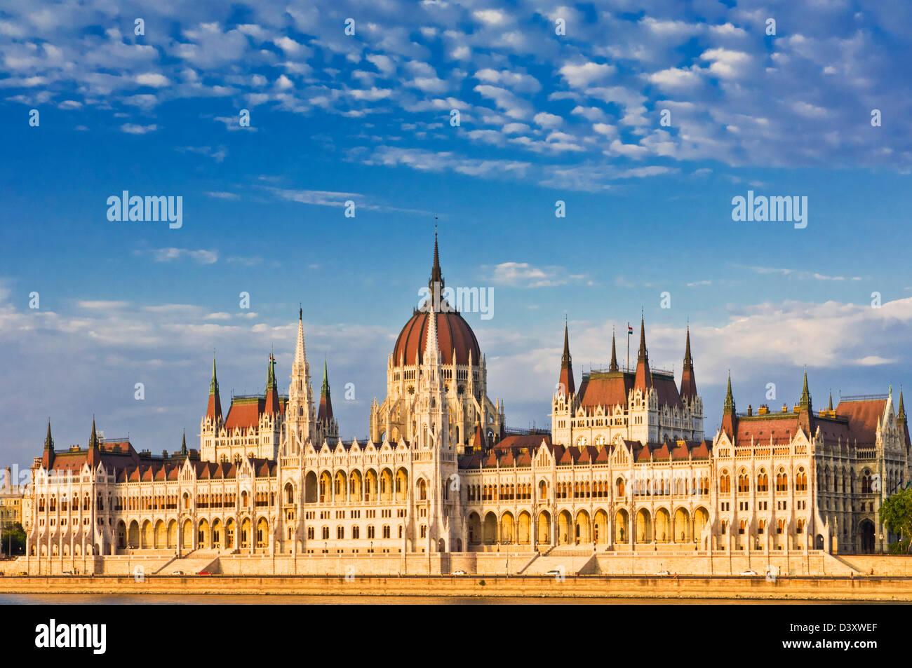 Das neugotische ungarischen Parlamentsgebäude, entworfen von Imre Steindl, Budapest, Ungarn, Europa, Eu Stockbild