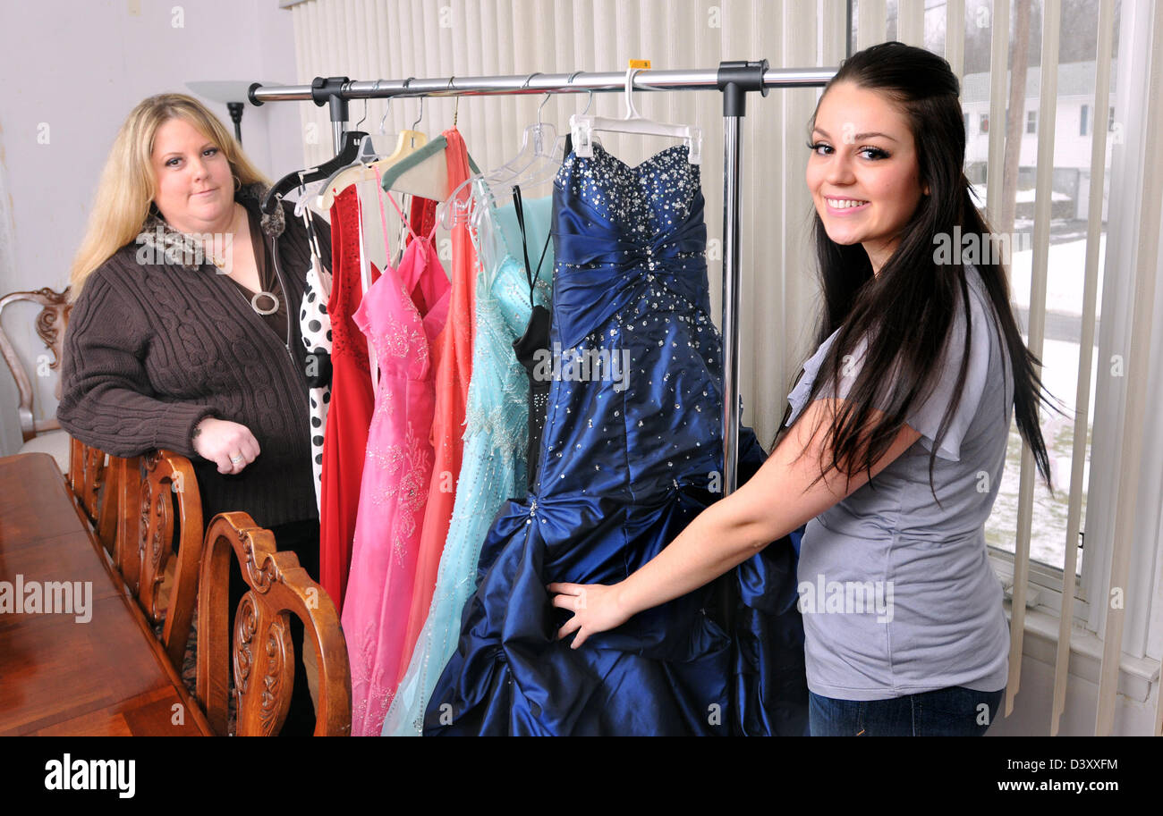 Fein Prom Kleid Unternehmen Fotos - Brautkleider Ideen - cashingy.info
