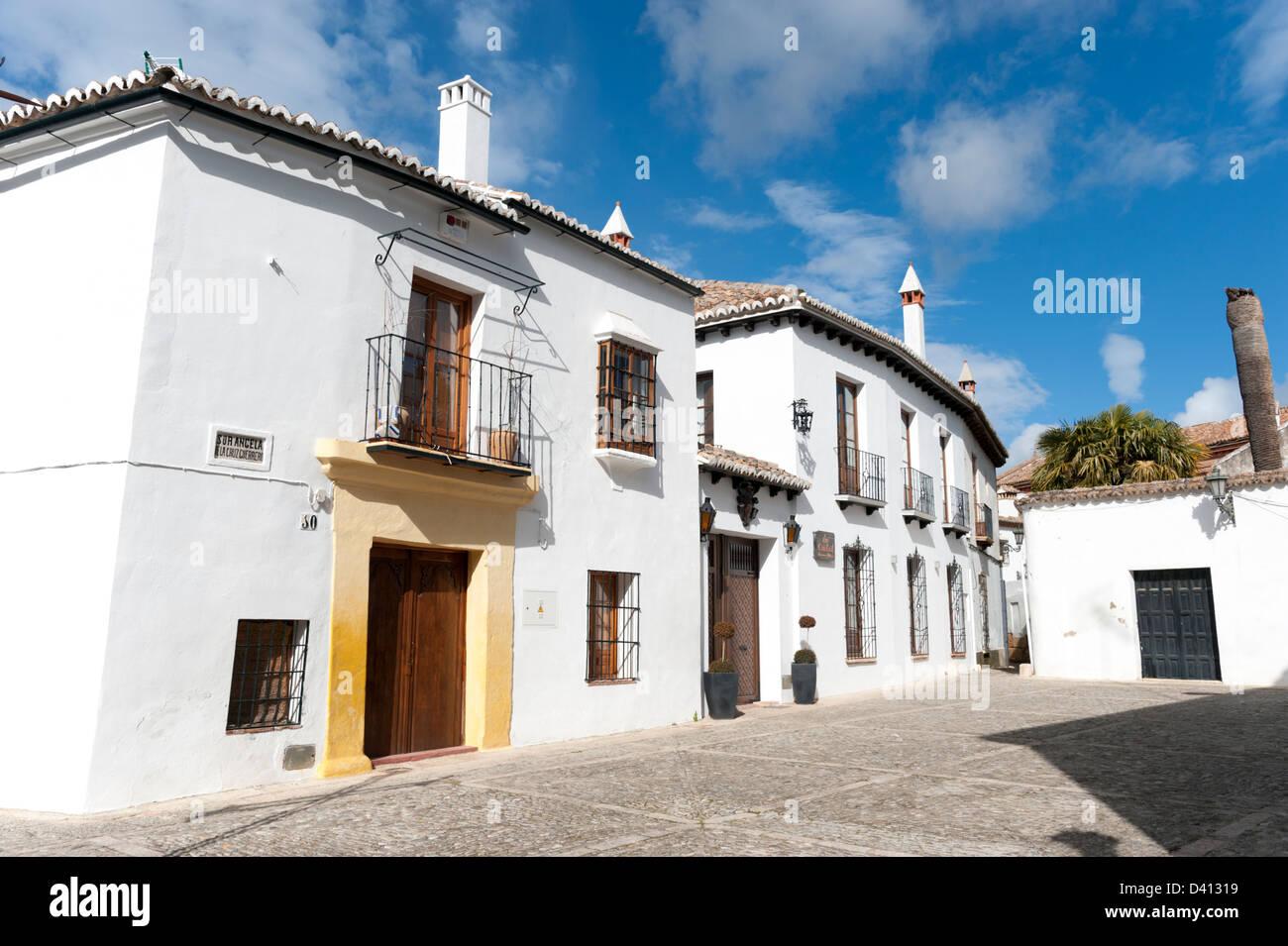 Reihe von weiß getünchten Häusern, Ronda, Spanien Stockbild