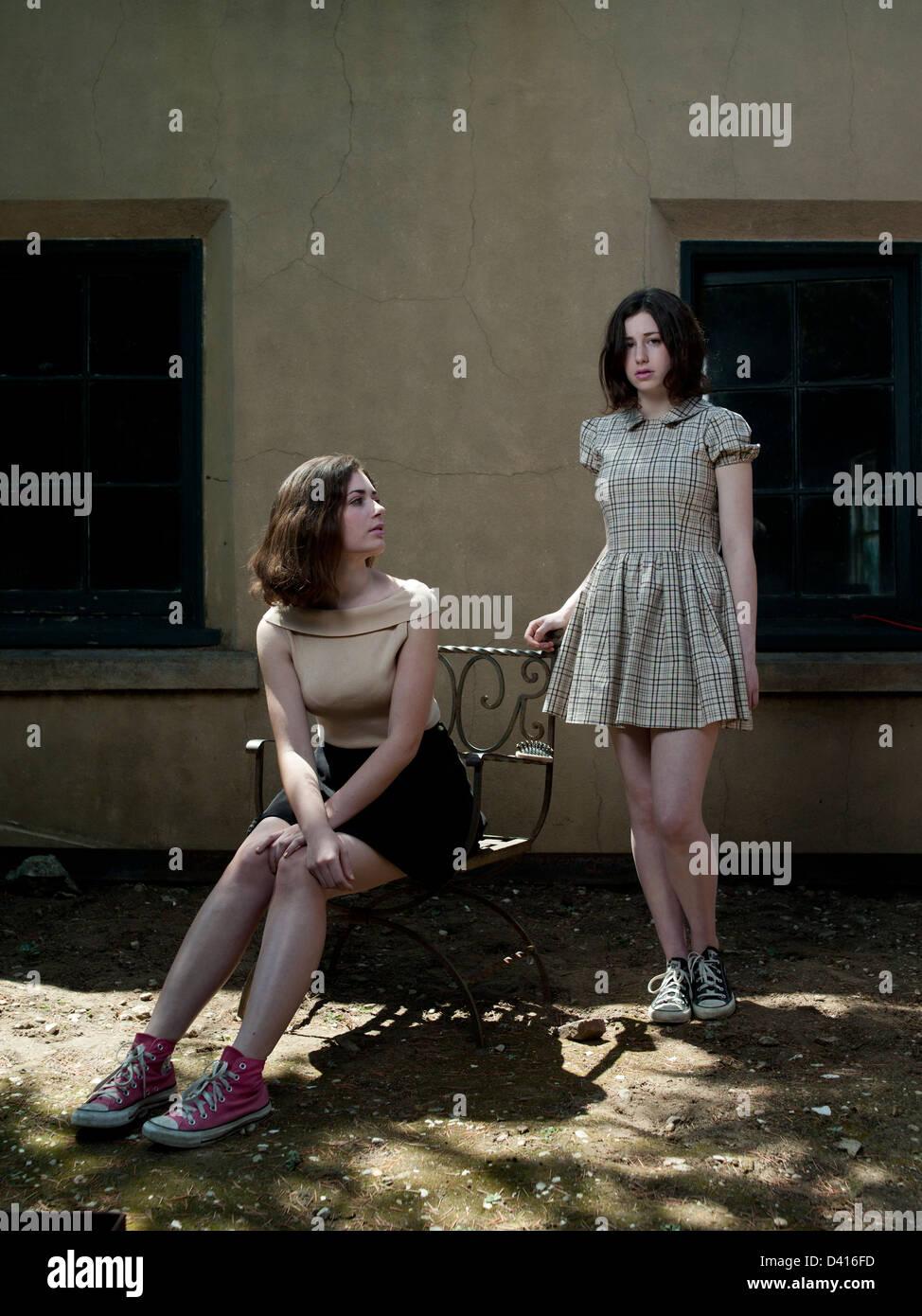 Porträt von zwei Mädchen Stockbild