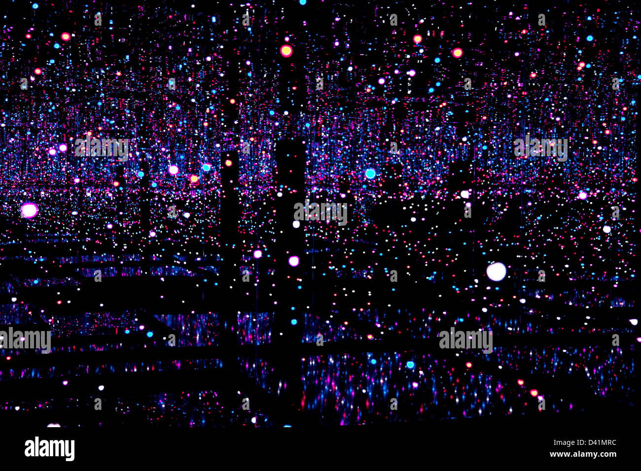 Kunstinstallation Namens Infinity Room Von Yayoi Kusama
