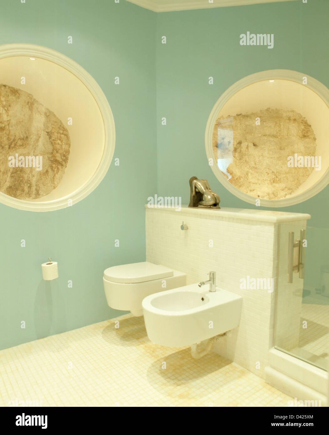 Kreisförmige verglaste Nischen auszusetzen Felsen Wand in Pastell ...