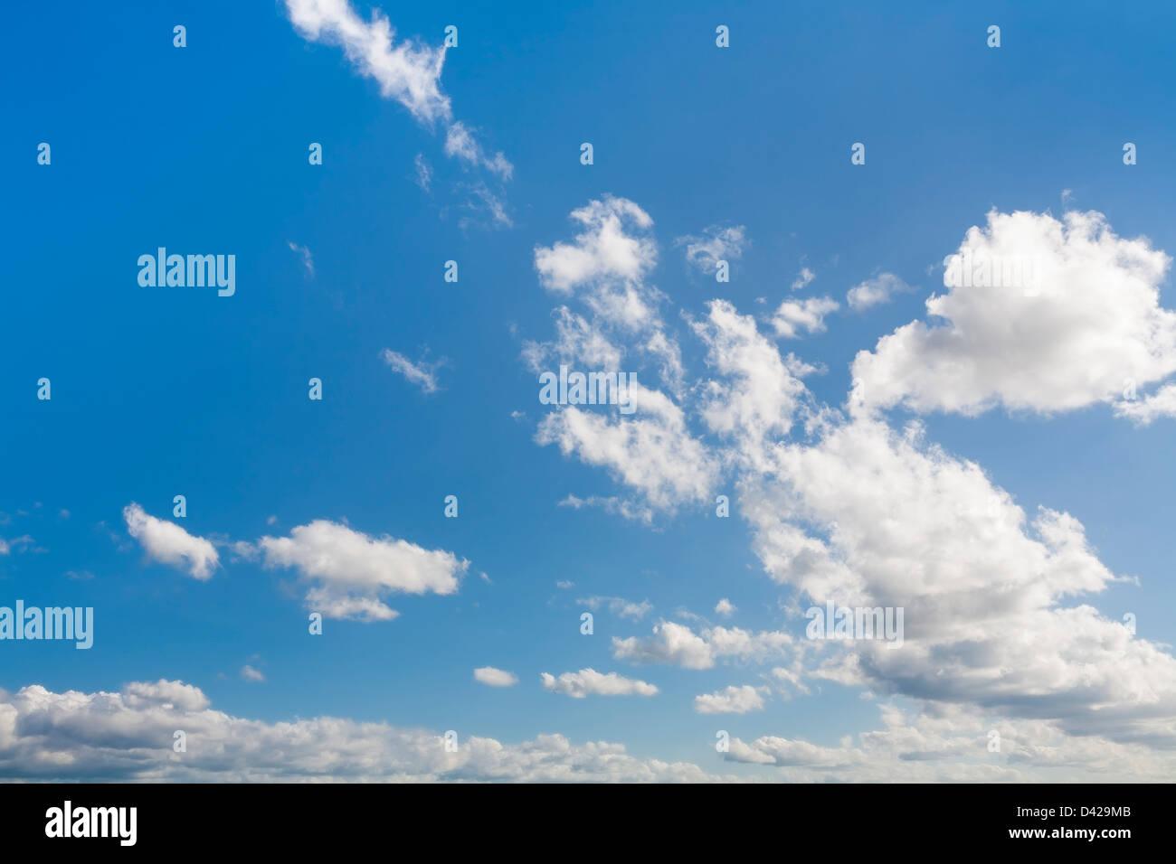 Blauer Himmel gezeigt horizontal Stockbild