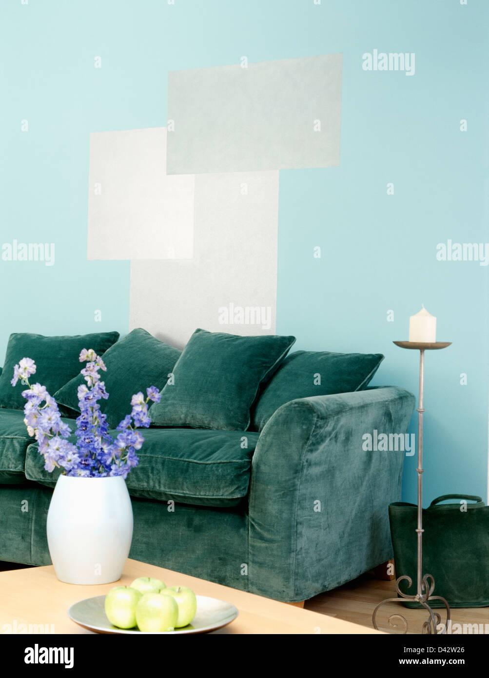 Entzückend Samtsofa Grün Foto Von Grünem Samt Sofa Mit Handbemalten Graue Rechtecke