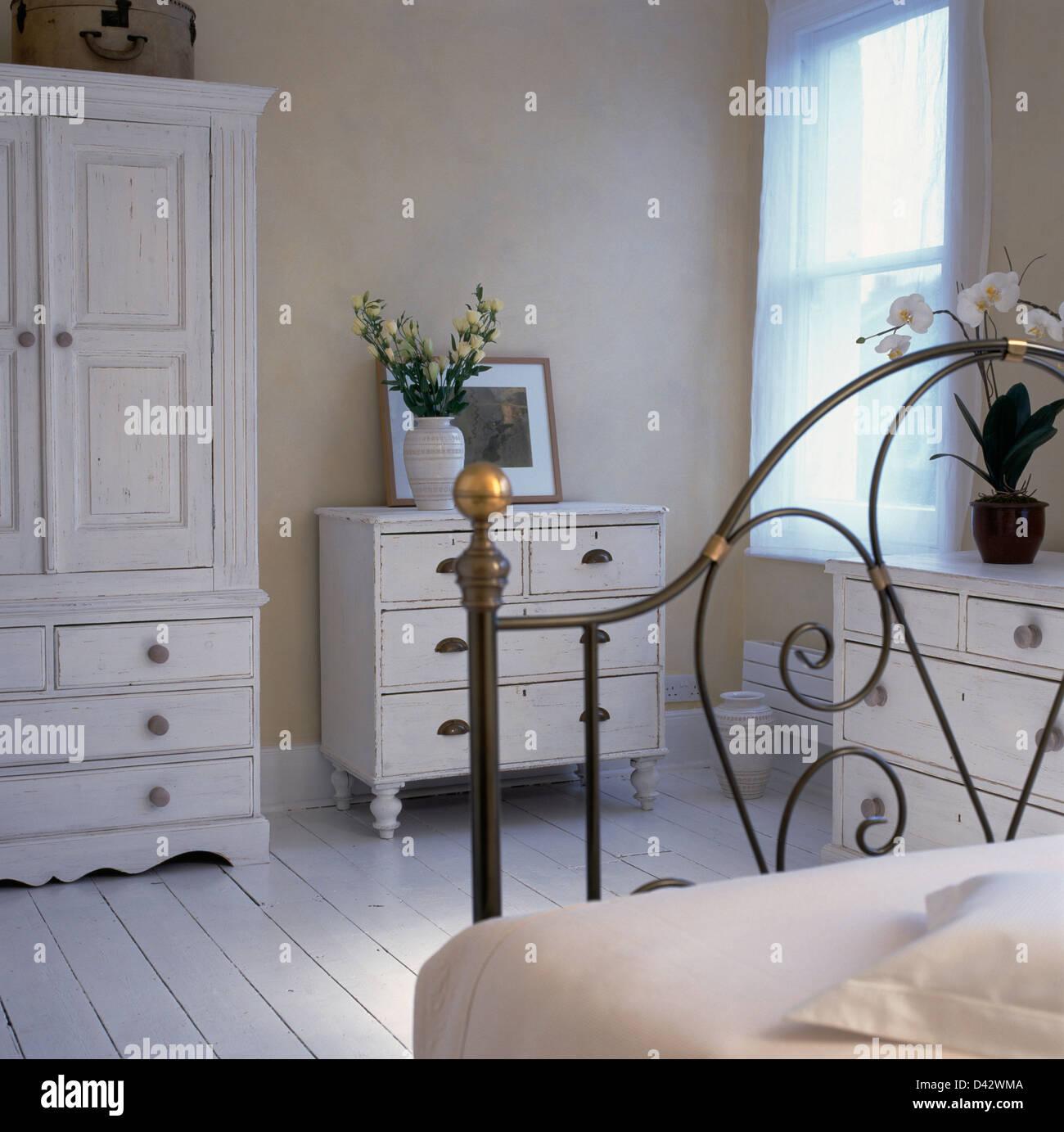 Cool Kommode Schlafzimmer Weiß Sammlung Von Weiss Lackiert, Kleiderschrank Und In Blass Beige