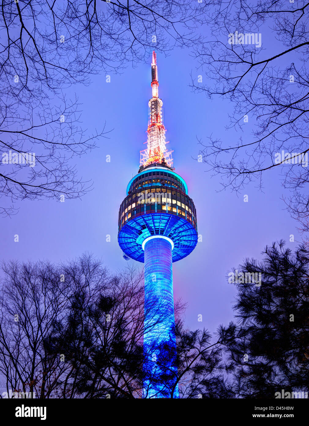 N Seoul Tower 17. Februar 2013 in Seoul, KR. Es markiert den höchsten Punkt in Seoul. Stockbild