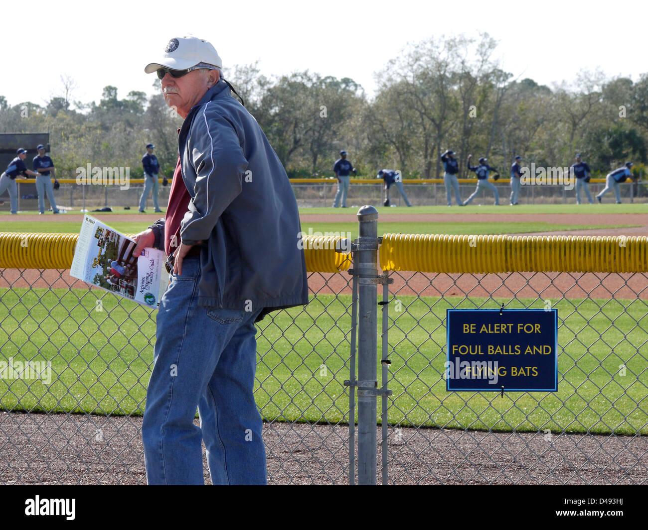 """Hinweises Baseball-Fan in Florida zu """"Alarm für Foul Balls und fliegende Fledermäuse sein."""" Stockbild"""