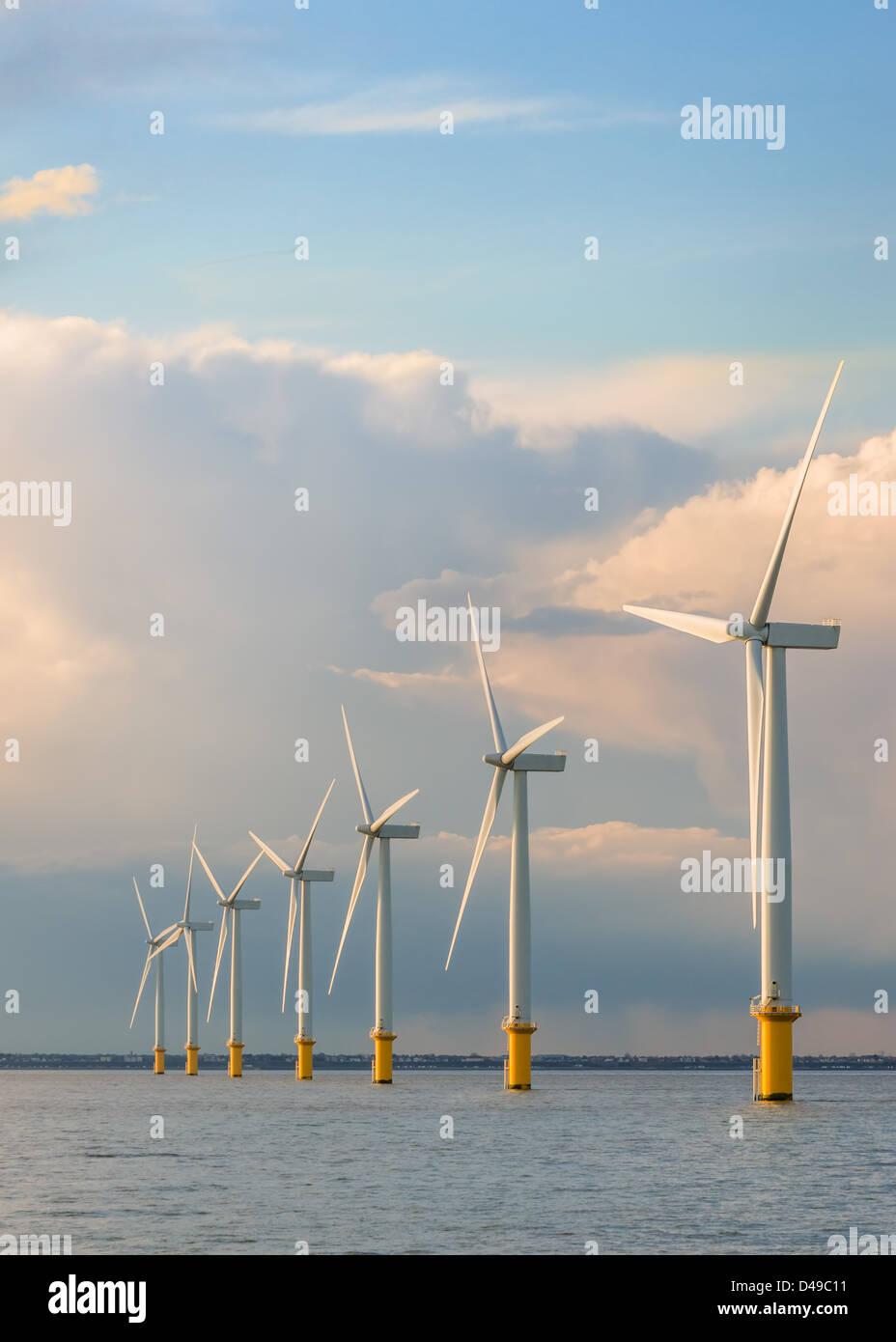 Generatoren-Windpark auf dem Meer Stockbild
