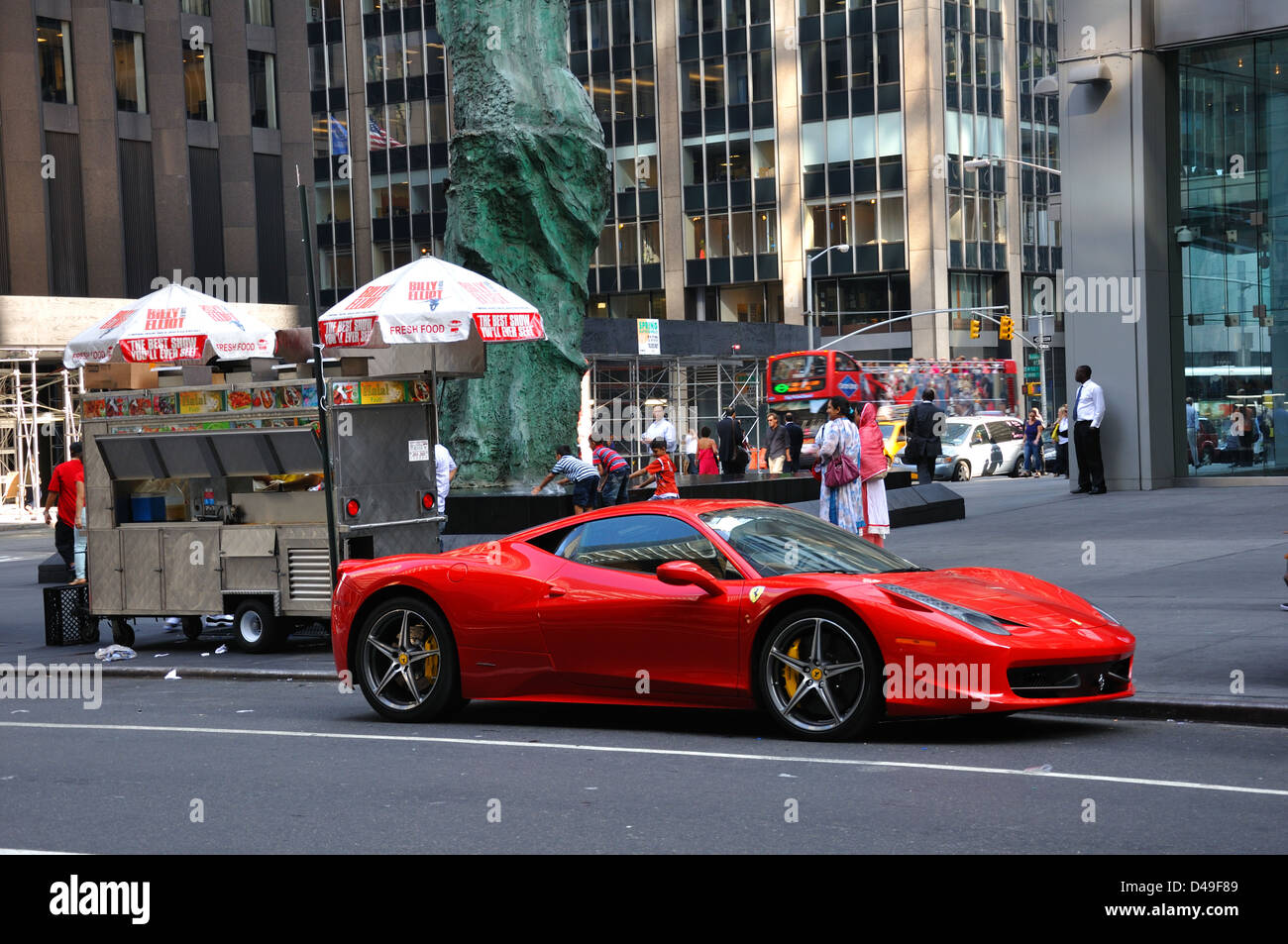 Roter Ferrari In New York City Usa Stockfotografie Alamy