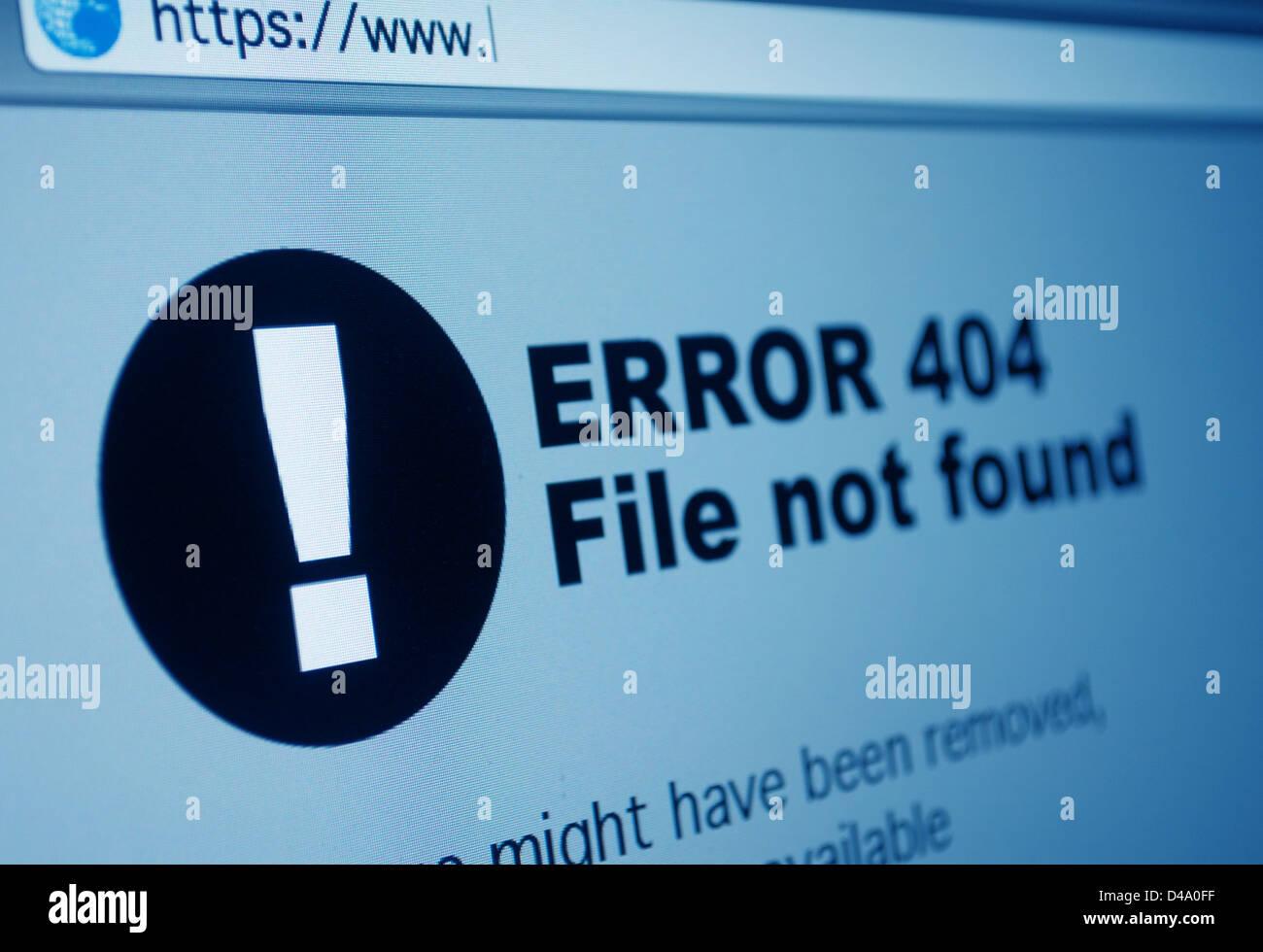 Nahaufnahme von 404 Fehler-Zeichen im Internet-Browser auf LCD-Bildschirm Stockbild