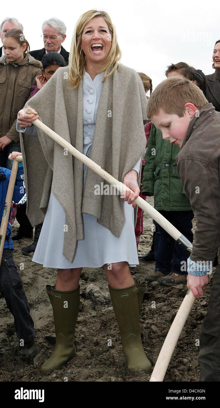 Prinzessin Maxima Der Niederlande Gräbt Ein Loch Um Einen Baum Zu