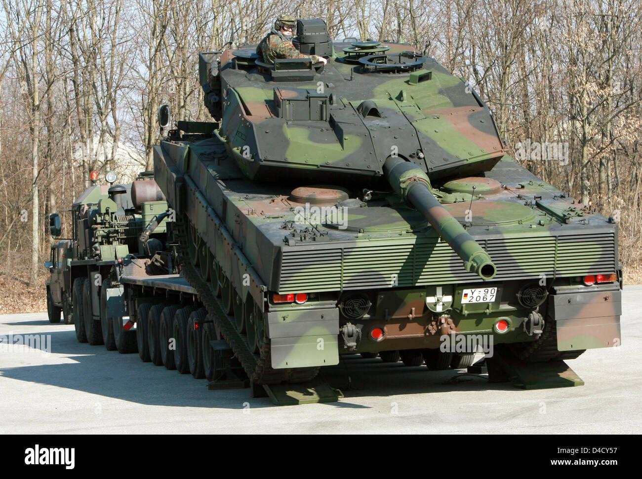 ein deutsche bundeswehr kampfpanzer leopard 2 a6 von. Black Bedroom Furniture Sets. Home Design Ideas