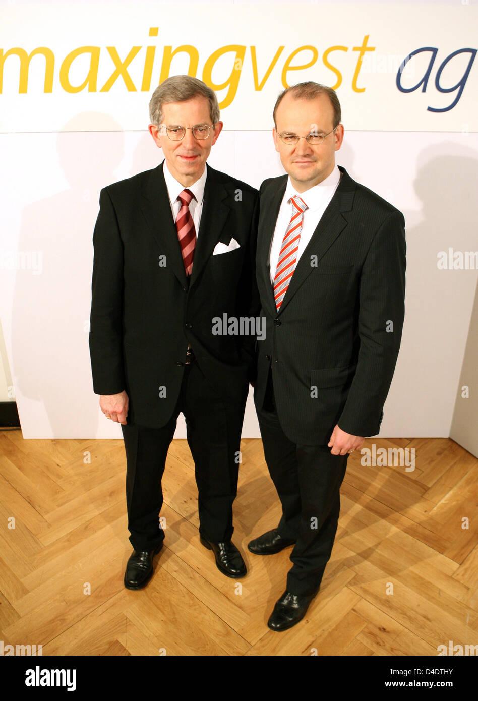 """CEO von """"Maxinvest ag"""", früher bekannt als Tchibo Holding AG, Arno Mahlert (L) und CFO Yves Mueller Stockbild"""