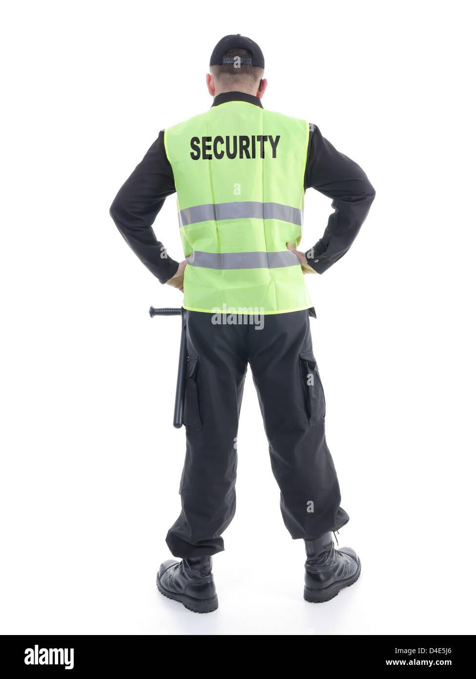 Sicherheit Mann tragen schwarze Uniform und gelb reflektierende Weste stehen selbstbewusst mit Armen ruht auf den Stockfoto
