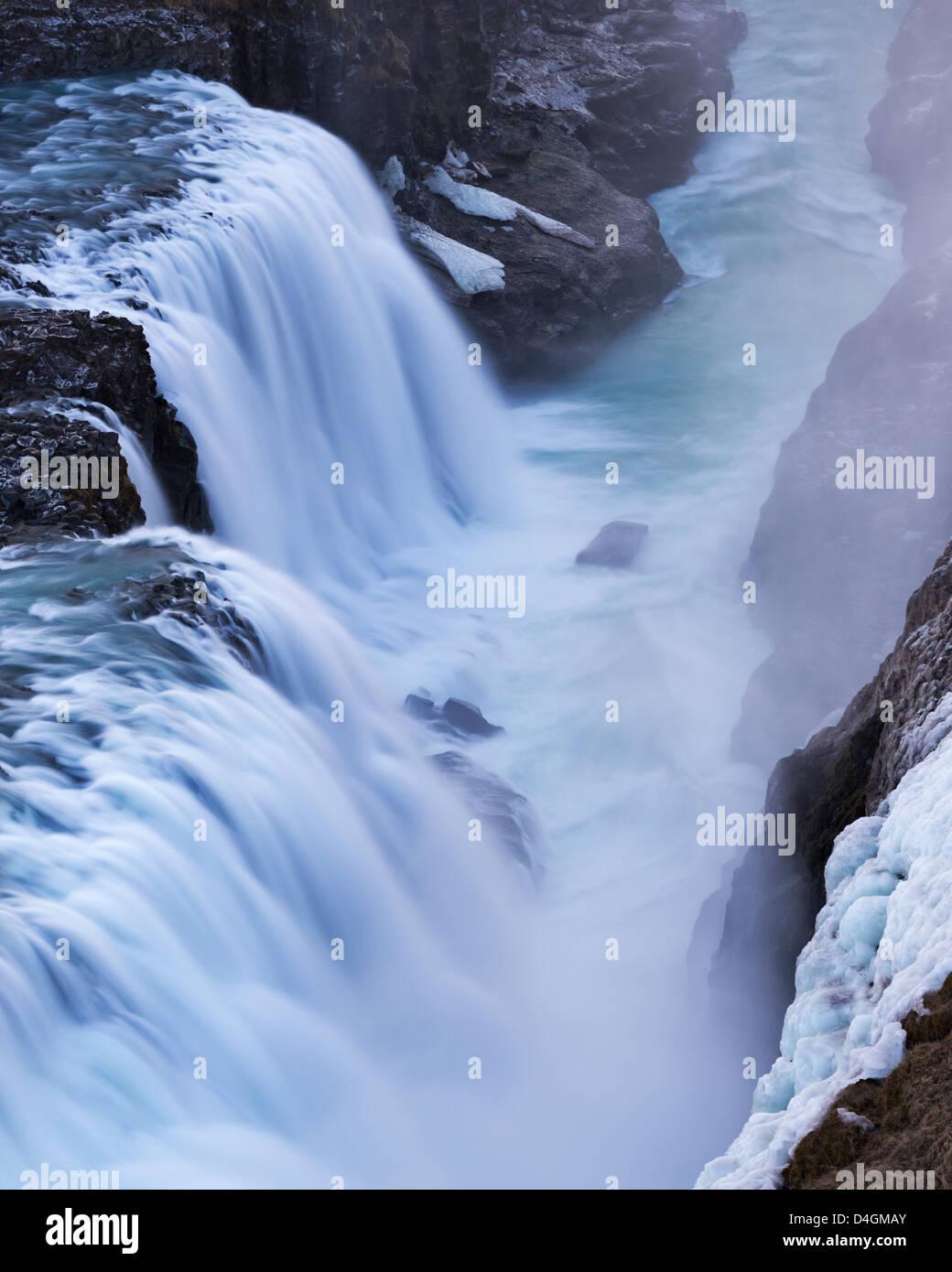 Am tosenden Gullfoss Wasserfall in Island. Winter (Januar) 2013. Stockbild