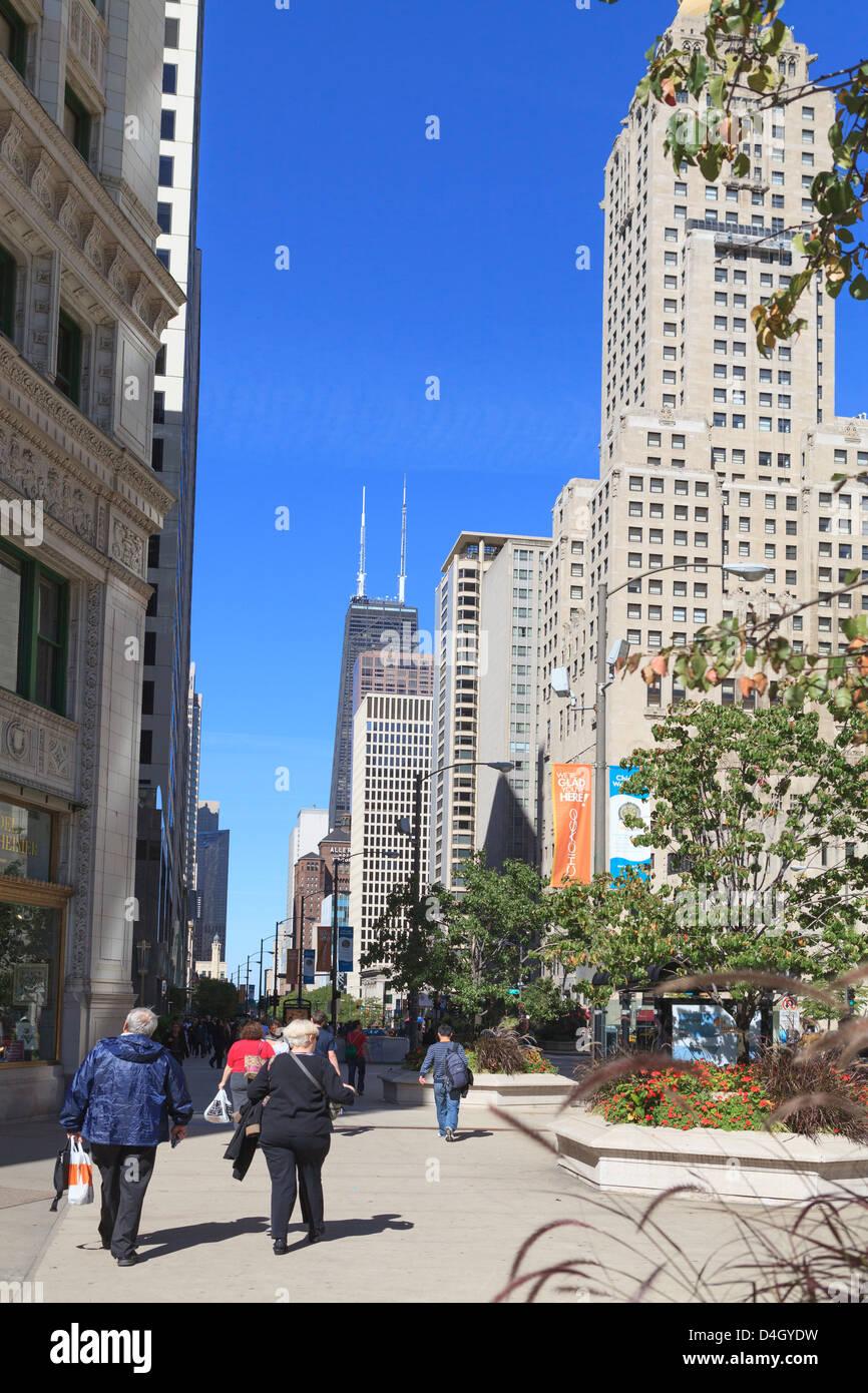 Magnificent Mile North Michigan Avenue, Chicagos Einkaufsstraße, Chicago, Illinois, USA Stockbild