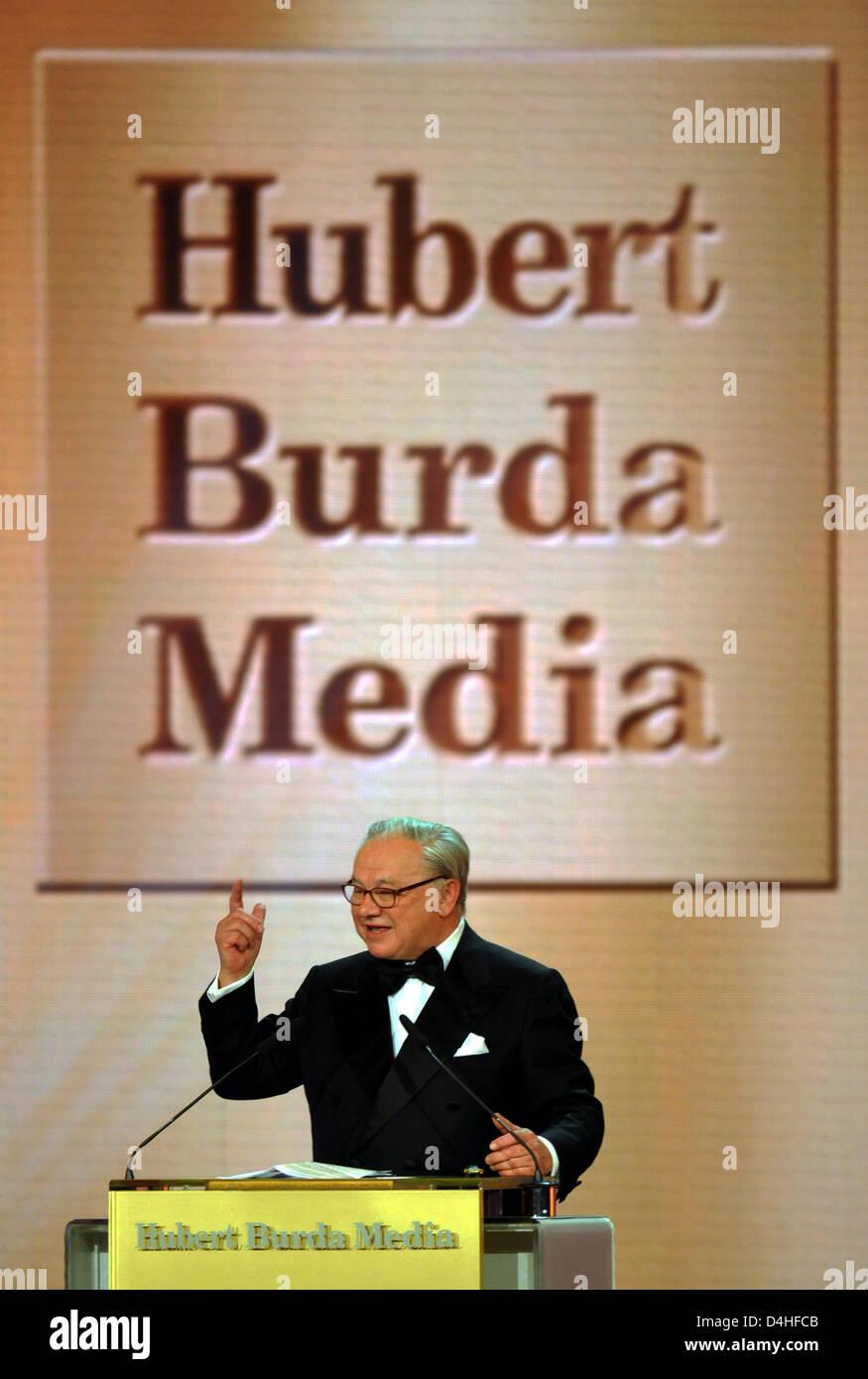 verleger hubert burda begr t die g ste bei der verleihung des bambi media prize 2008 in. Black Bedroom Furniture Sets. Home Design Ideas