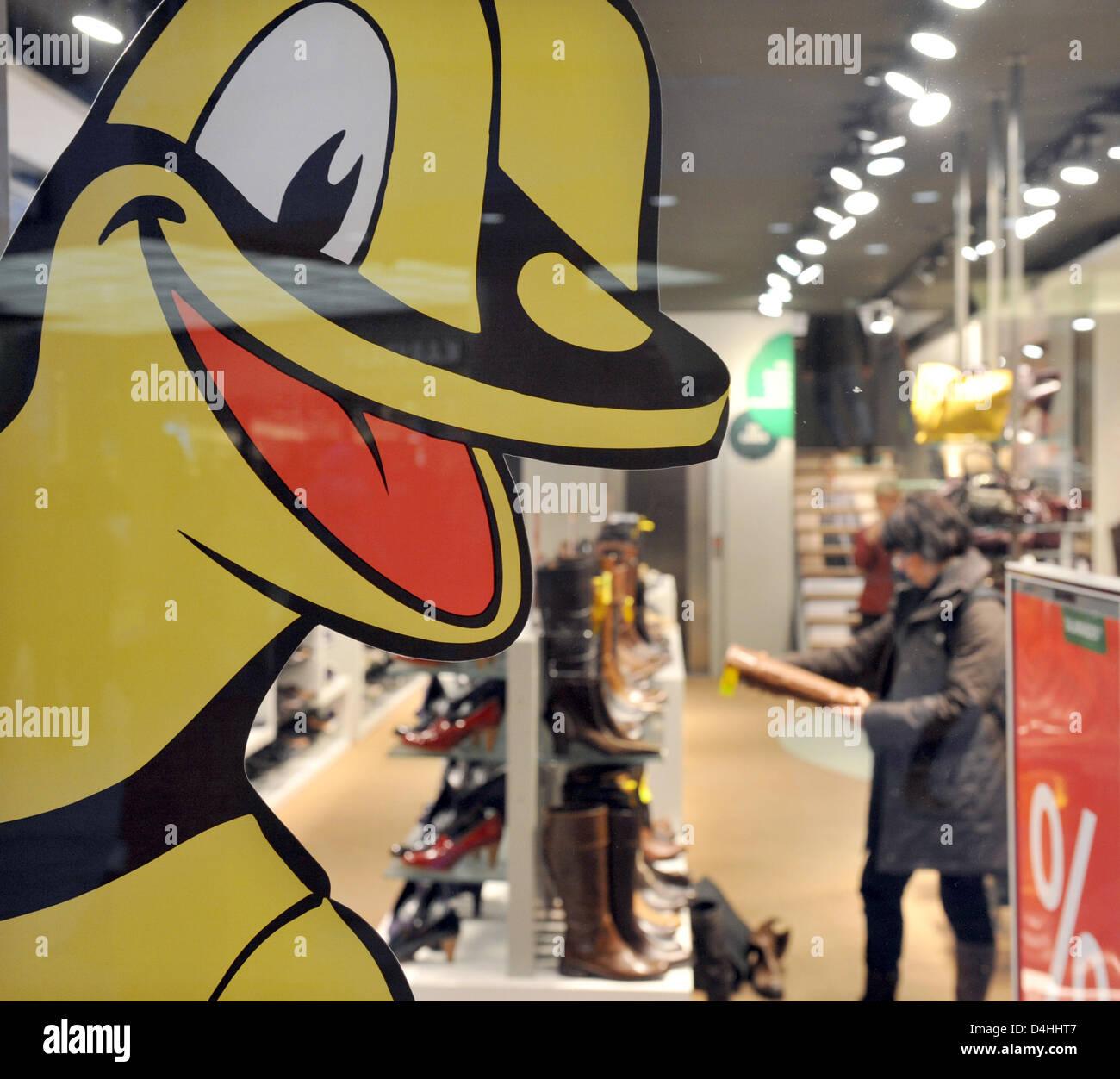 size 40 4b6e8 ac083 Lurchi?, eine Werbefigur der Schuhfirma? Salamander?, in ...