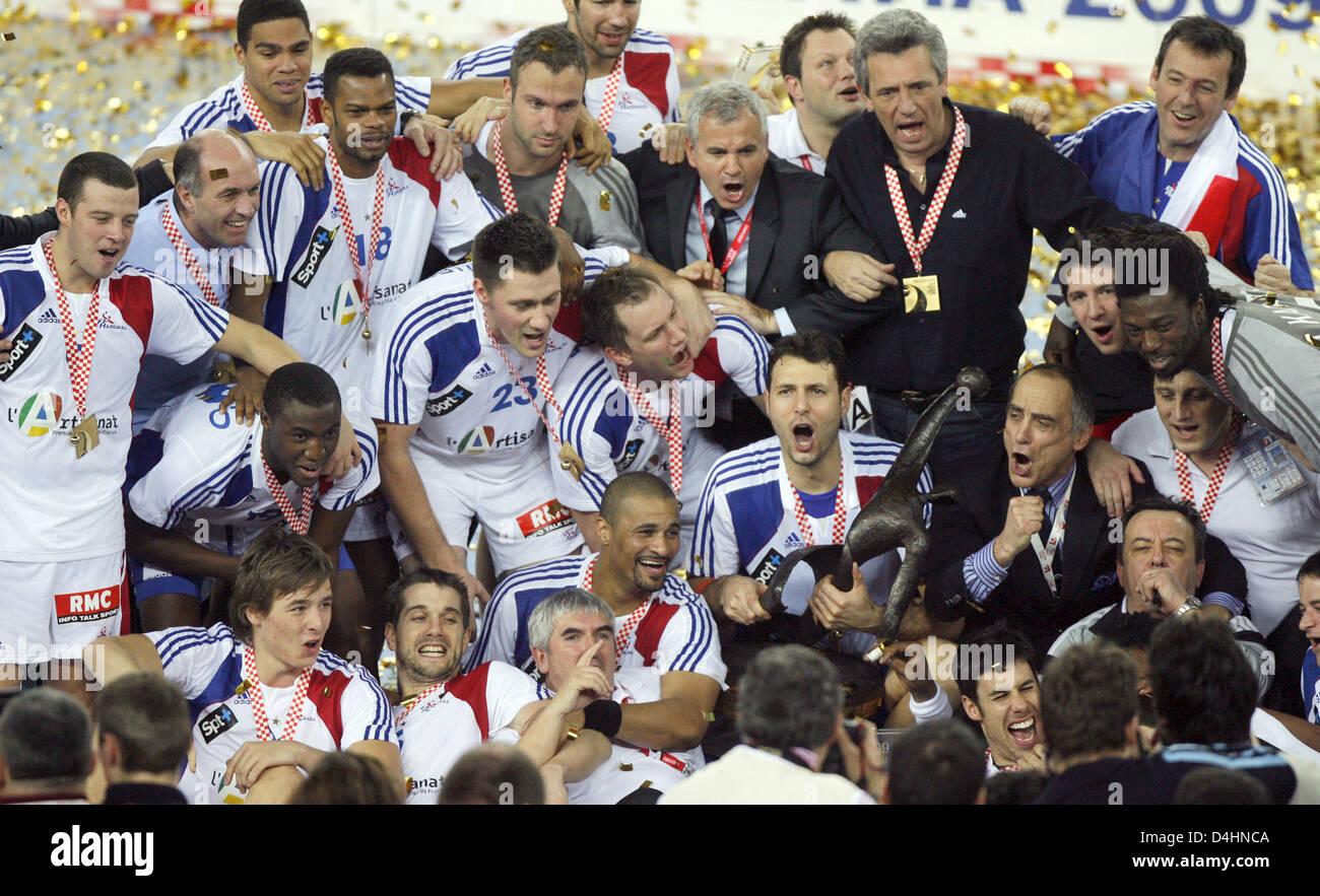 Frankreich? s Spieler und Mitarbeiter feiern ihr Team? s-Sieg in der Handball-WM-Finale match Frankreich Vs Kroatien Stockfoto