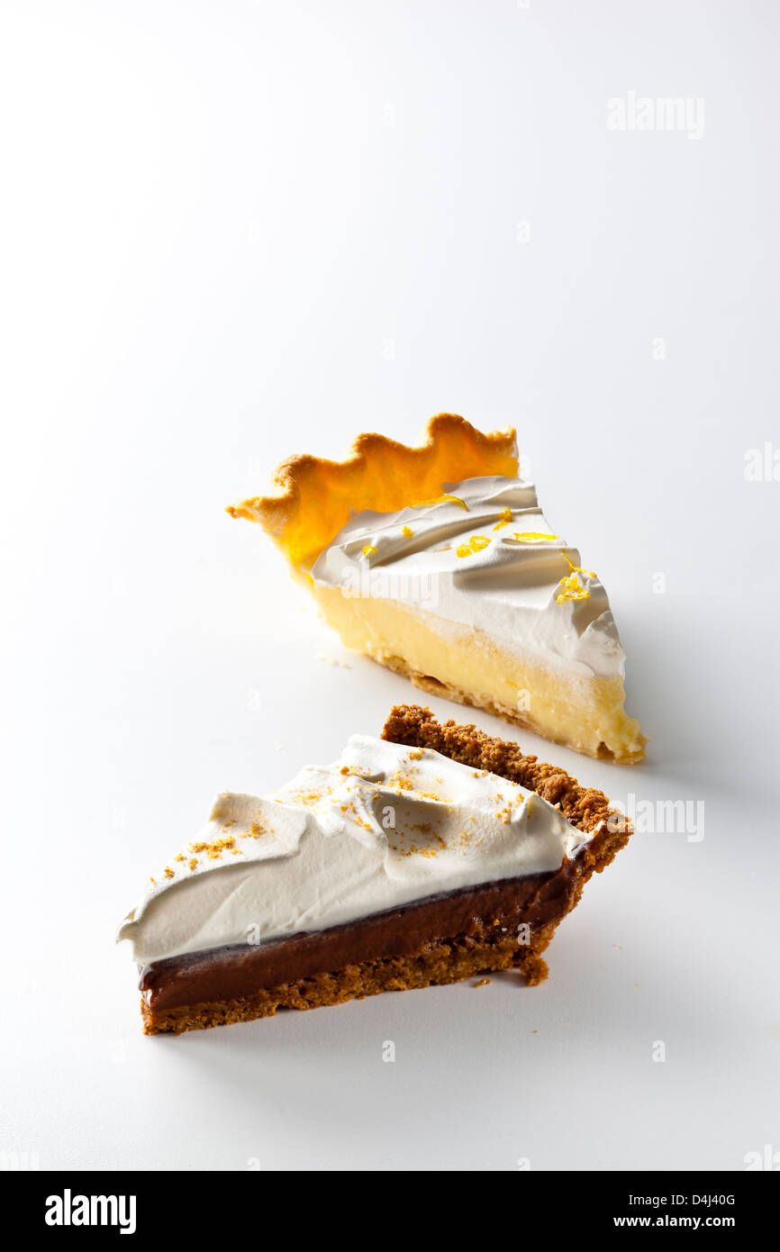 Pie-Duo: mexikanische Chocolate Cream Pie und Zitrone-Sahne-Torte Stockfoto