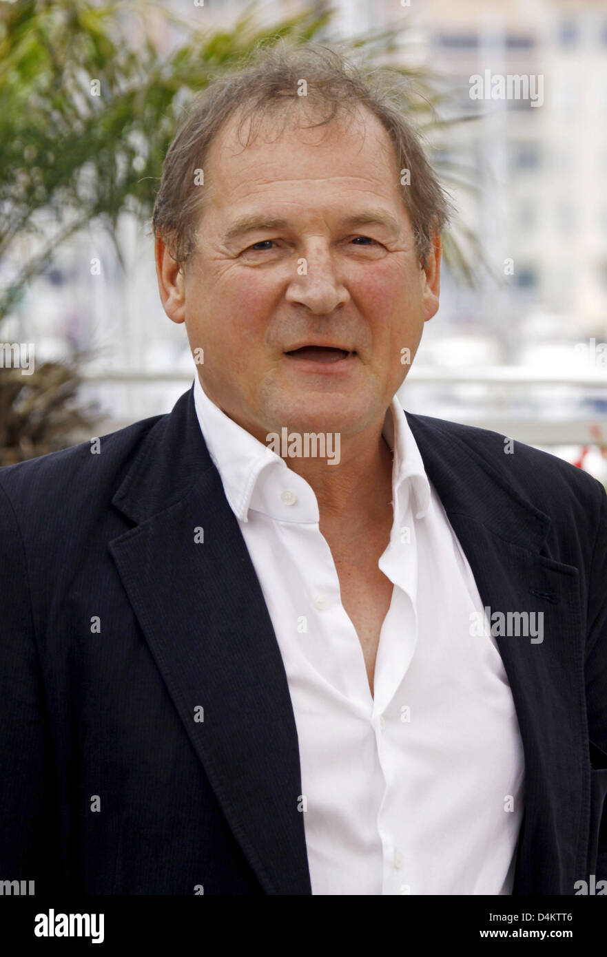 Schauspieler Burghart Klaußner posiert vor der Pressekonferenz auf dem Film? Das weiße Band? bei den 62. Stockbild