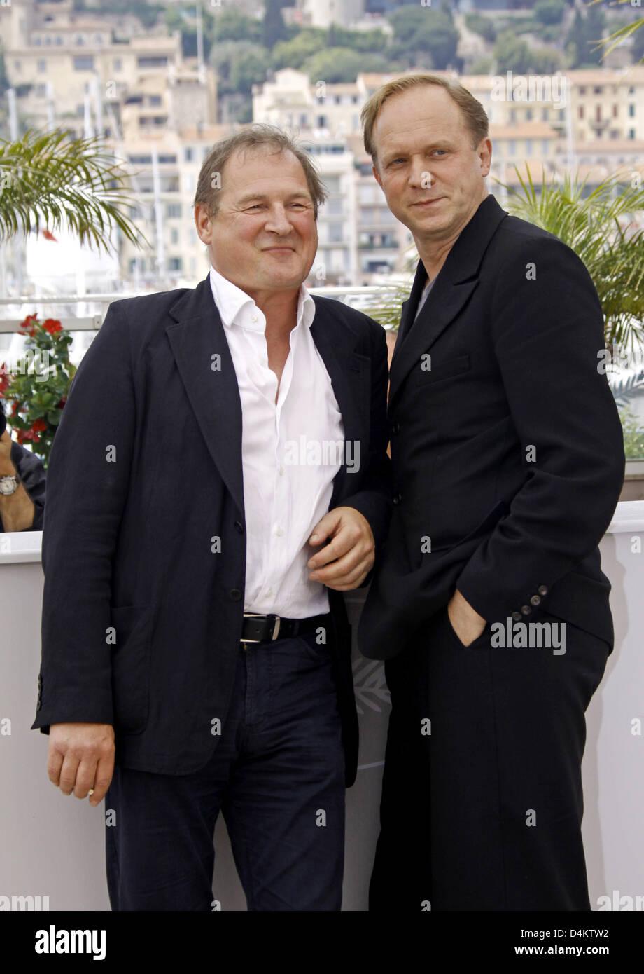 Deutsche Schauspieler Ulrich Tukur (R) und Burghart Klaußner vor der Pressekonferenz auf dem Film abgebildet? Stockbild