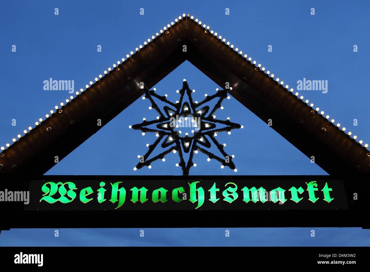 Zeichen für den Weihnachtsmarkt (Weihnachtsmarkt) in Stuttgart, Deutschland. Stockbild