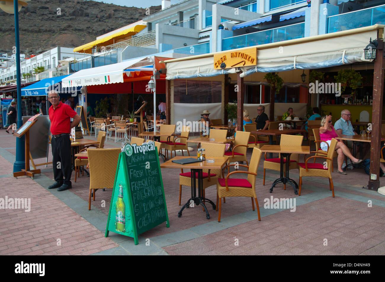 Bar-Café-Terrasse an der Strandpromenade Puerto de Mogan Resort Gran Canaria Insel der Kanarischen Inseln-Spanien Stockbild