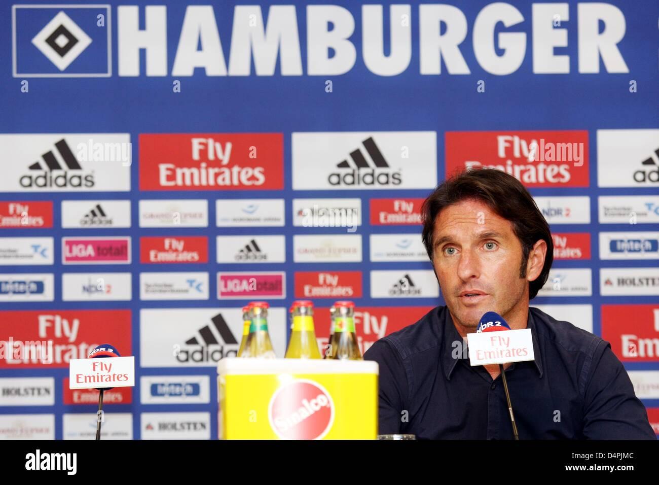 0a7325f756b Deutschen Bundesligisten Hamburger SV  s Cheftrainer Bruno Labbadia während  einer Pressekonferenz