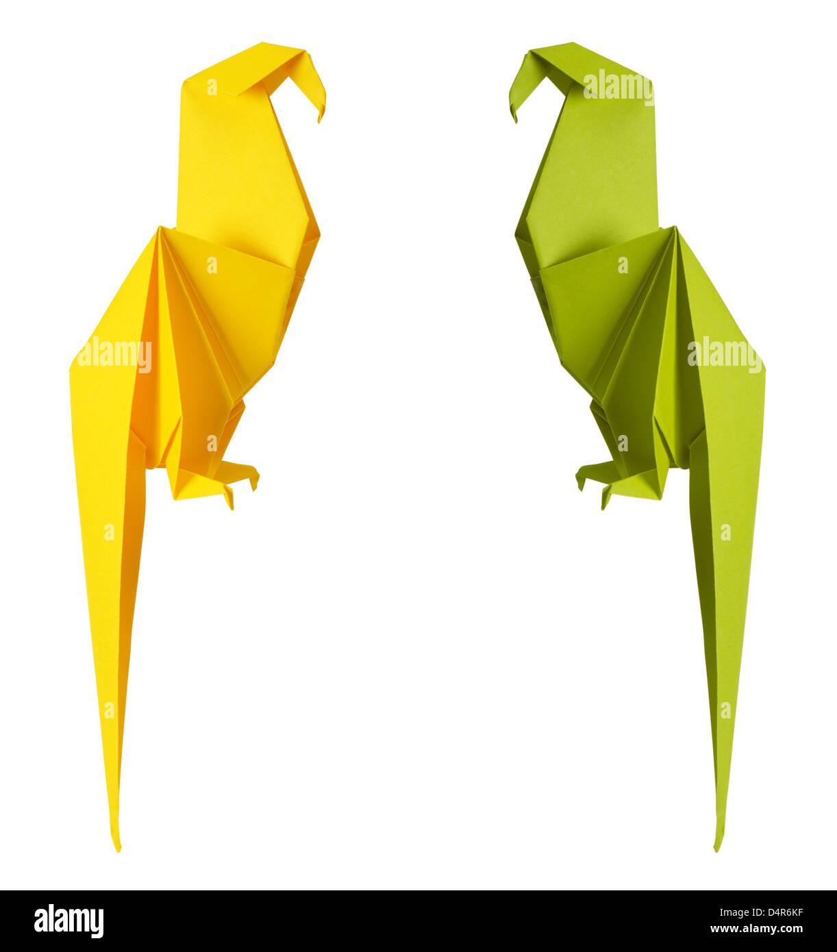 Origami Papagei isoliert auf weißem Hintergrund Stockbild
