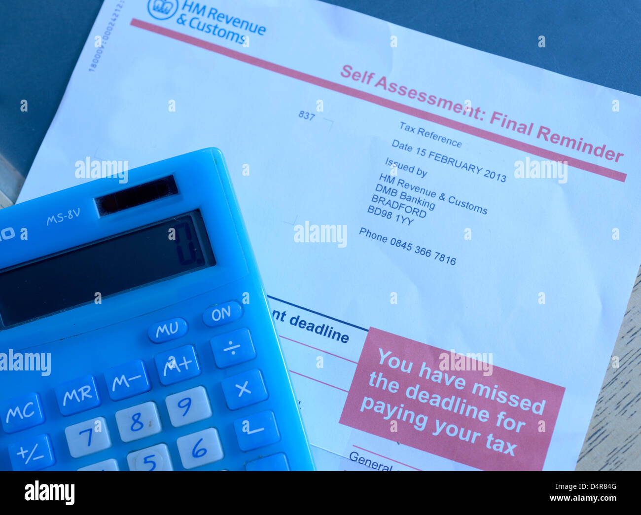 HM Revenue & Zoll, HMRC Selbsteinschätzung Endnachfrage Mahnschreiben. Steuerliche Angaben sowie Namen wurden entfernt. Stockfoto