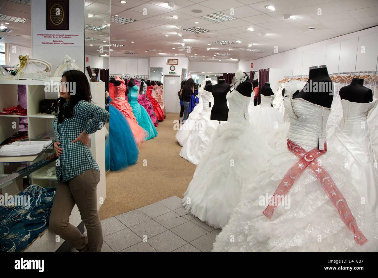 Duisburg, Deutschland, türkische Brautmode Geschäft im Stadtteil