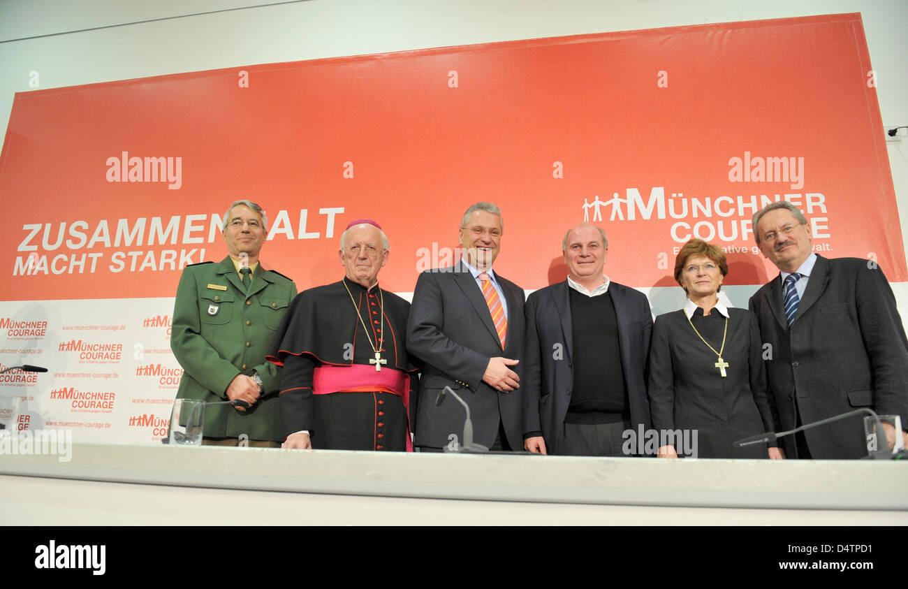 München? s Leiter der Polizei Wilhelm Schmidbauer (L-R), Weihbischof Bischof Engelbert Siebler, Bayerns Innenminister Stockbild