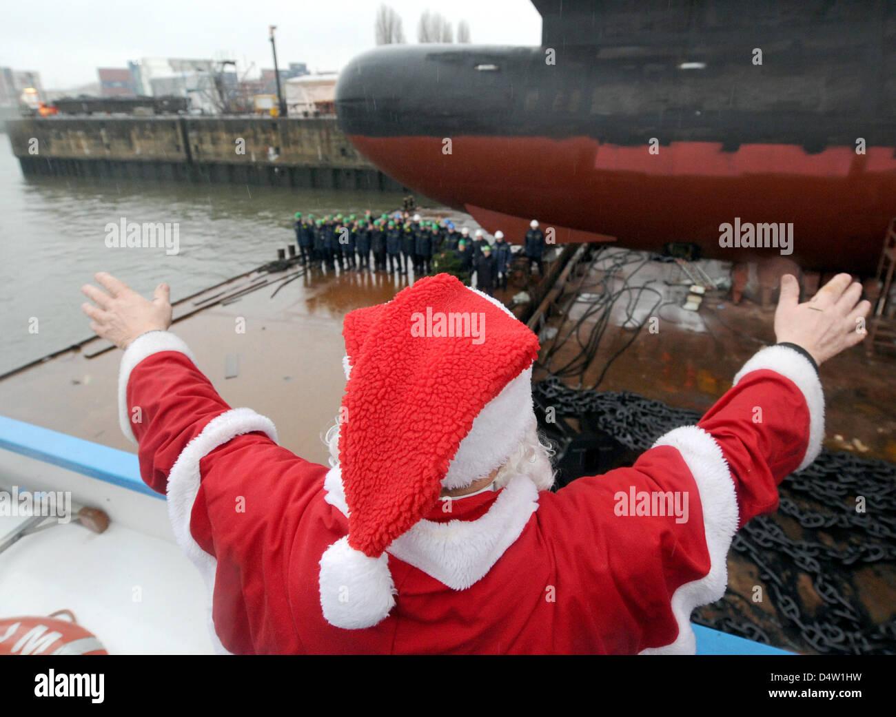 Santa Claus Christmas Tree Onto Stockfotos & Santa Claus Christmas ...