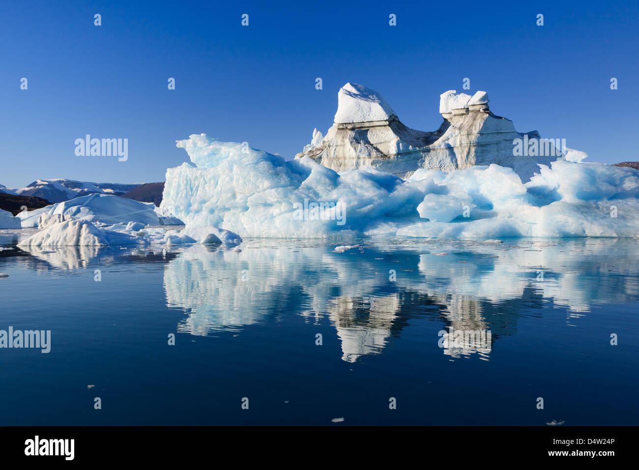 Zwischen den Eisbergen Røde Ø, Scoresbysund, Grönland Kreuzfahrt Stockbild