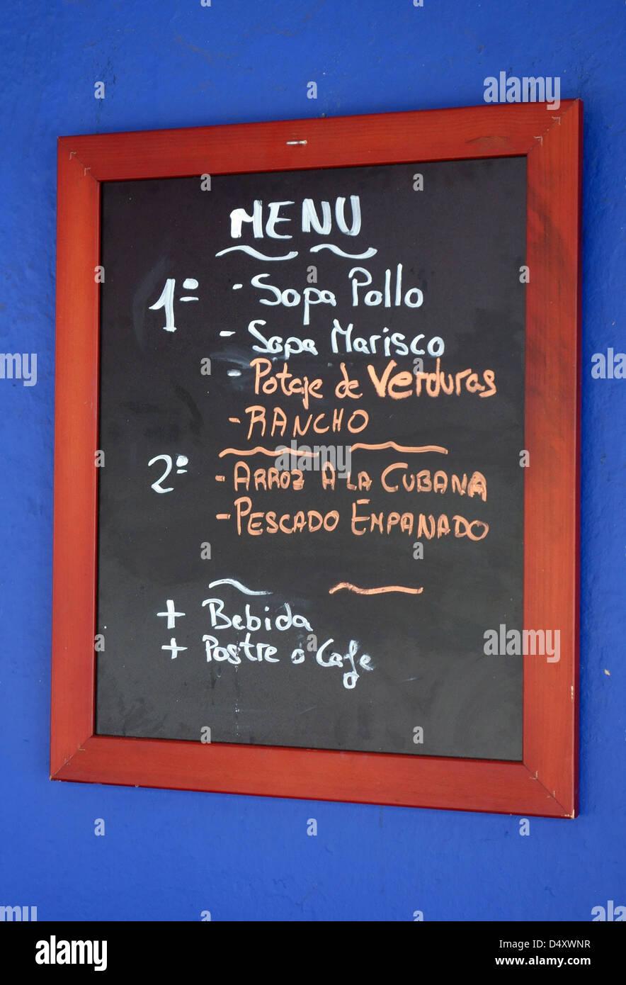 Menu del Dia (Mittagsmenü) außerhalb Restaurants auf Teneriffa, Kanarische Inseln Stockbild