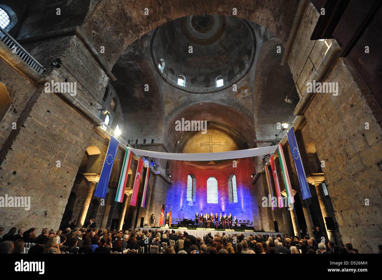 Deutsche Präsident Christian Wulff (L) hält eine Rede in der Hagia ...