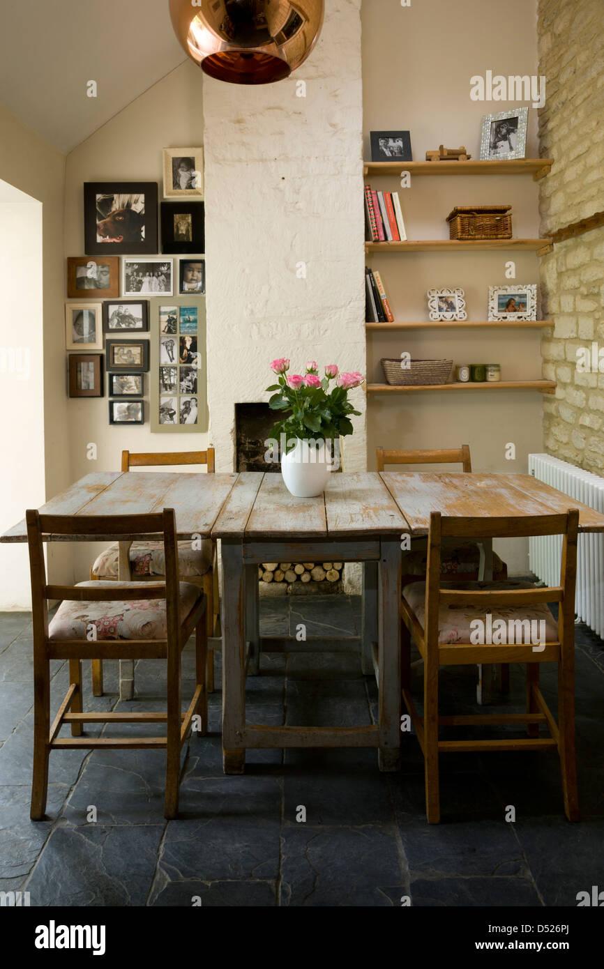 Ein shabby chic Essbereich im Ferienhaus Küche Stockfoto, Bild ...