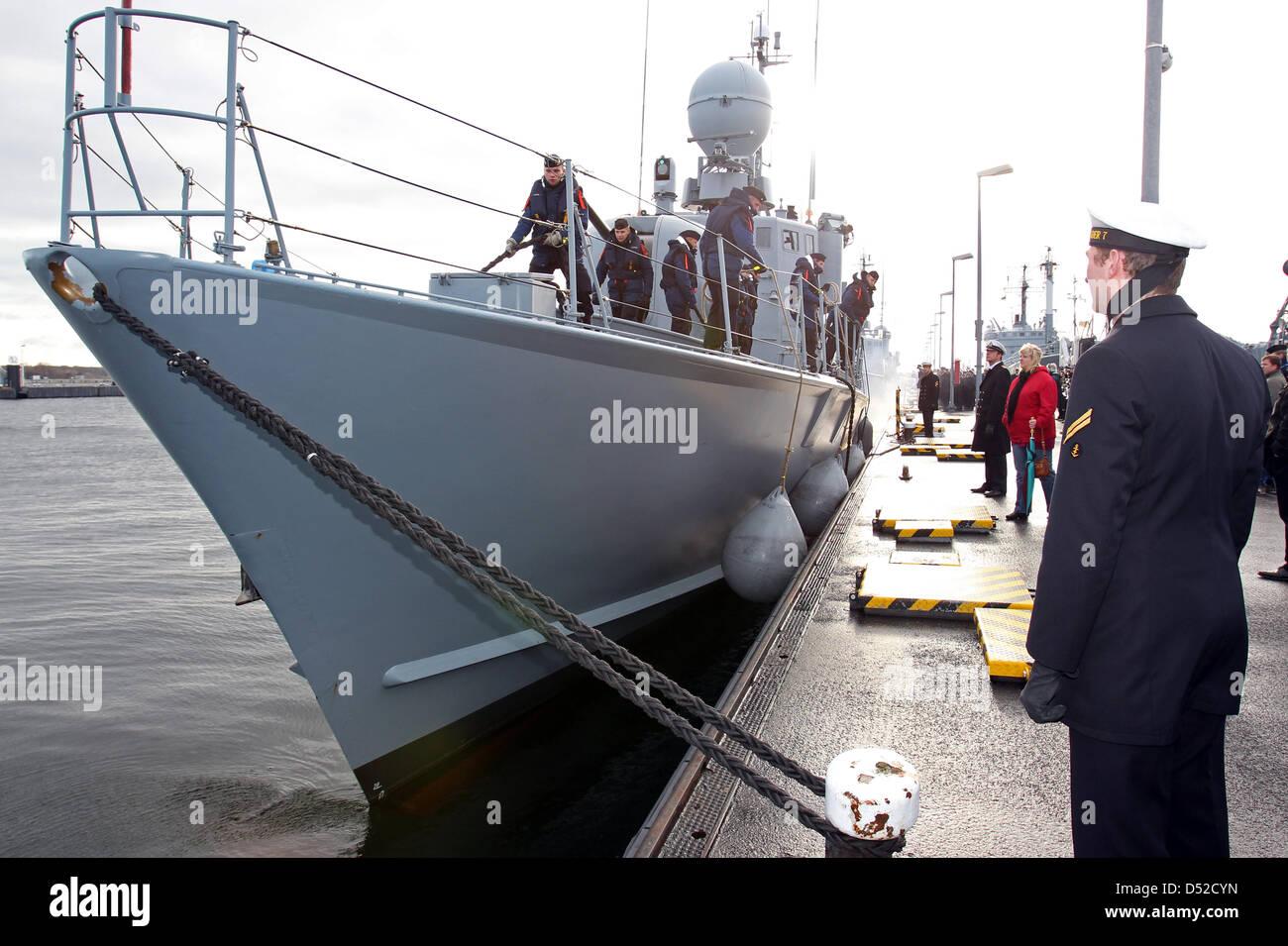 Die Besatzung der deutschen Marine schnellen Angriff Handwerk steht ...